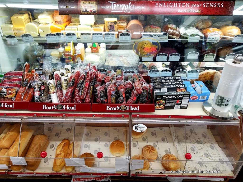 Krauszers Food & Liquor , Deli - store  | Photo 1 of 10 | Address: 40 Meadowlands Pkwy, Secaucus, NJ 07094, USA | Phone: (201) 866-3417