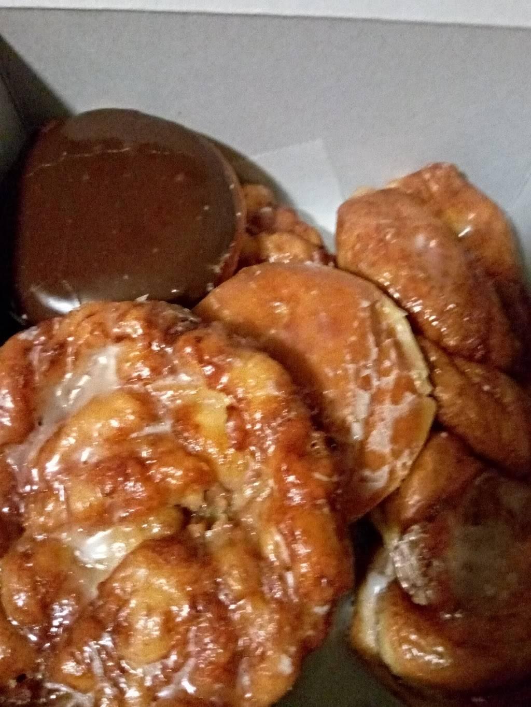 Donut Hut - bakery  | Photo 8 of 9 | Address: 3242 E Desert Inn Rd # 17, Las Vegas, NV 89121, USA | Phone: (702) 369-1711