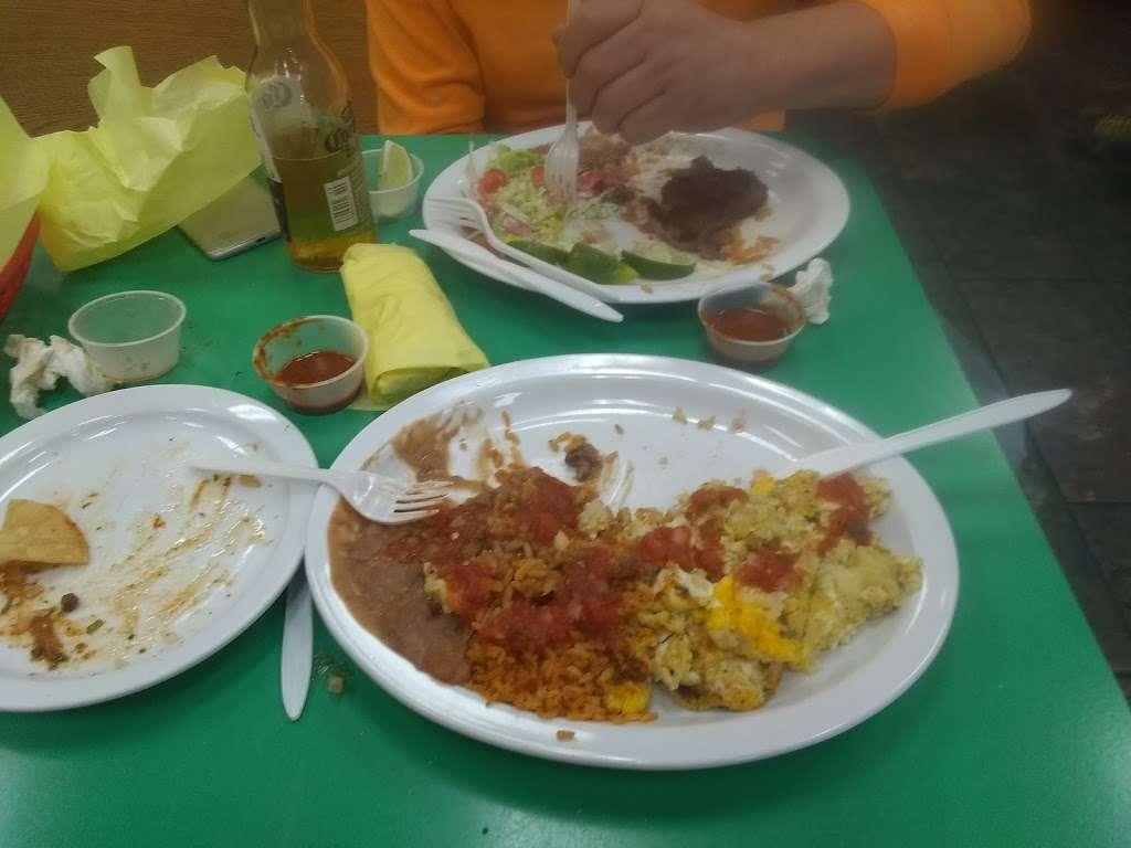Mannys El Taco De Mexico - restaurant  | Photo 9 of 10 | Address: 1038 E Avenida De Los Arboles, Thousand Oaks, CA 91360, USA | Phone: (805) 492-4709