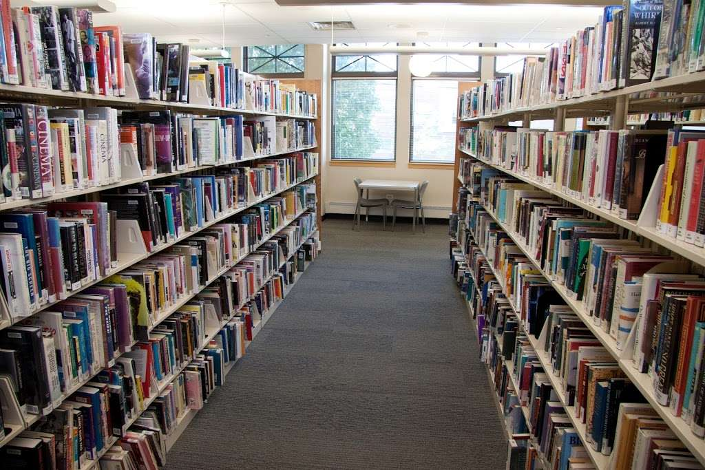 Niles-Maine District Library - library  | Photo 9 of 10 | Address: 6960 W Oakton St, Niles, IL 60714, USA | Phone: (847) 663-1234
