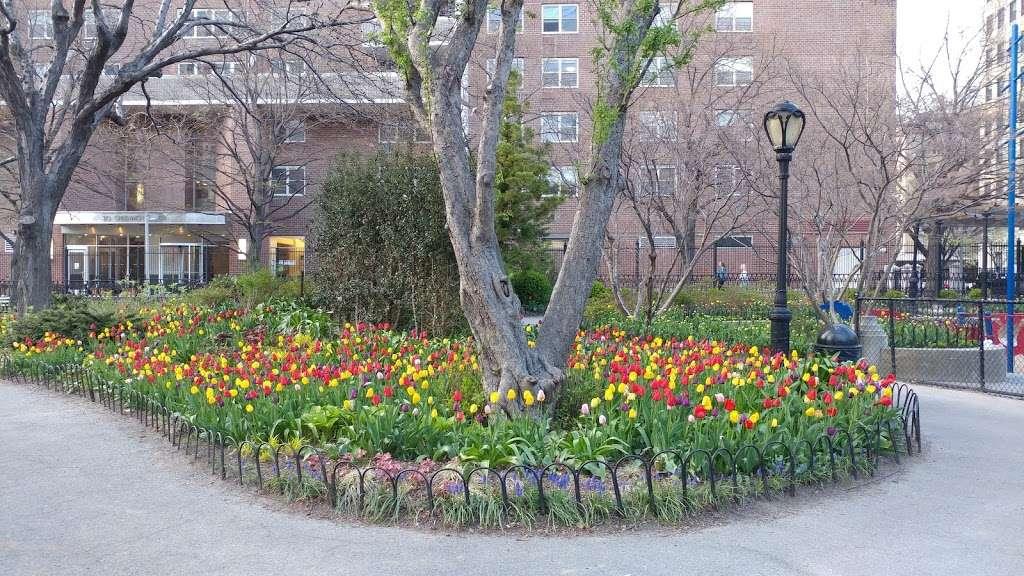 Washington Market Park - park  | Photo 2 of 10 | Address: 199 Chambers St, New York, NY 10007, USA | Phone: (212) 639-9675