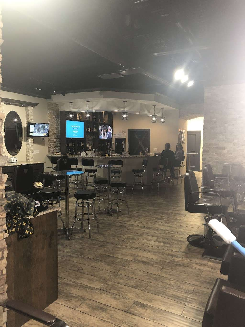 The Gent's Spot Barbershop & Lounge - hair care  | Photo 8 of 10 | Address: 1029 Hwy 6 N. Suite 600, Houston, TX 77079, USA | Phone: (281) 835-4426