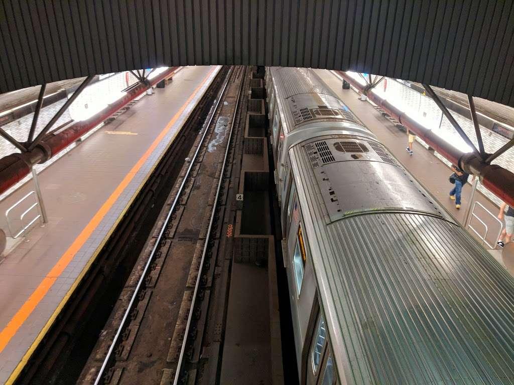 Roosevelt Island Subway Station - subway station  | Photo 10 of 10 | Address: New York, NY 10044, USA