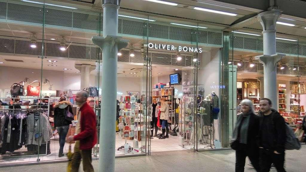Oliver Bonas - clothing store  | Photo 5 of 10 | Address: Unit 16a, St Pancras Station, Euston Rd, Kings Cross, London N1C 4QP, UK | Phone: 020 7837 5161