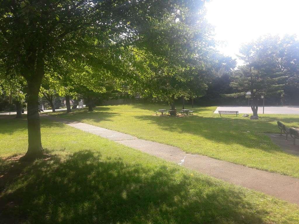 Stephen J Capestro Park - park  | Photo 5 of 10 | Address: 337 Grandview Ave, Edison, NJ 08837, USA | Phone: (732) 745-3900