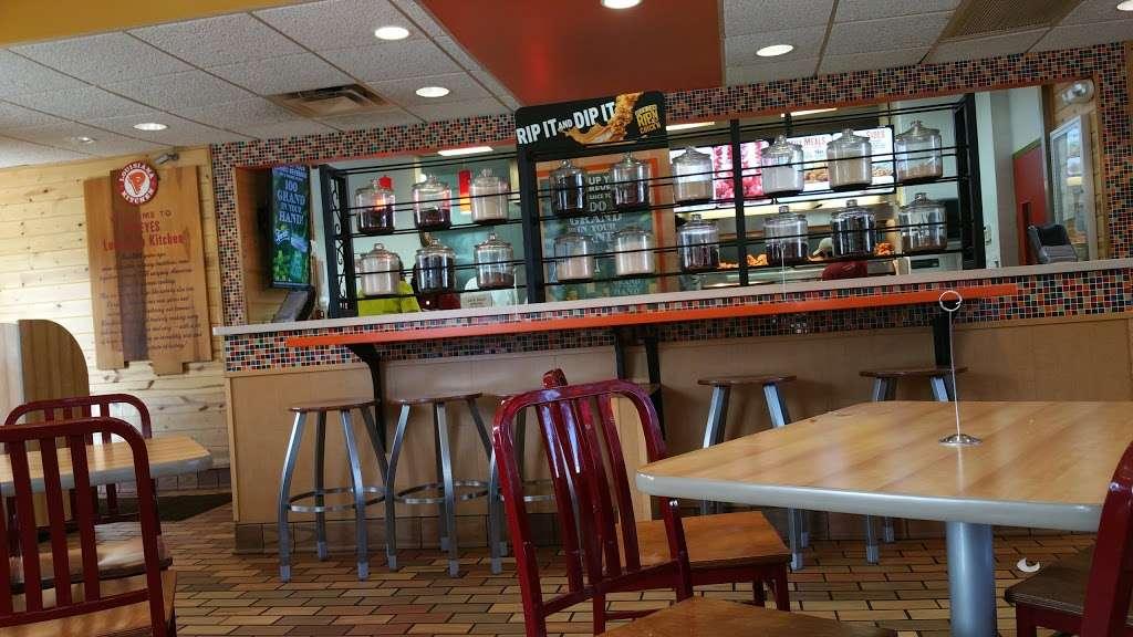 Popeyes Chicken - restaurant  | Photo 2 of 10 | Address: 610 Madison St, Oak Park, IL 60302, USA | Phone: (708) 524-1022