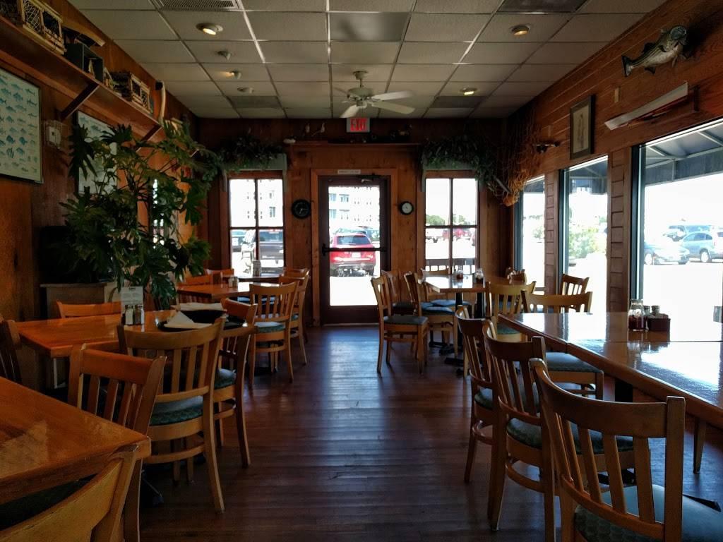 Bubbas Seafood Restaurant and Crabhouse - restaurant  | Photo 6 of 9 | Address: 3323 Shore Dr, Virginia Beach, VA 23451, USA | Phone: (757) 481-3513
