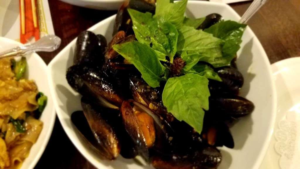 Yum Thai - restaurant  | Photo 5 of 10 | Address: 7748 Madison St, Forest Park, IL 60130, USA | Phone: (708) 366-8888