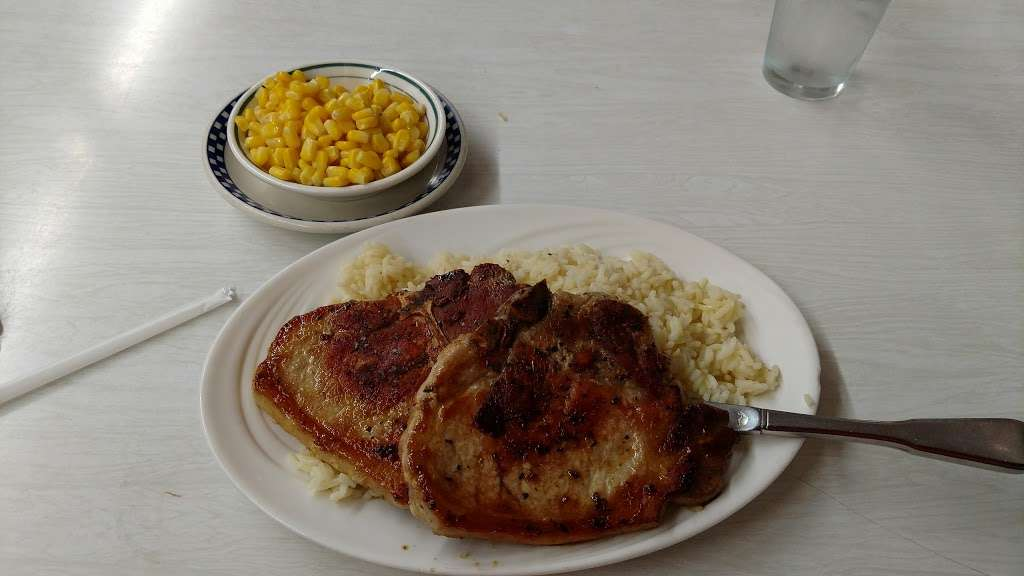Truck Stop Diner - restaurant  | Photo 8 of 10 | Address: 1 Hackensack Ave, Kearny, NJ 07032, USA | Phone: (973) 344-4098