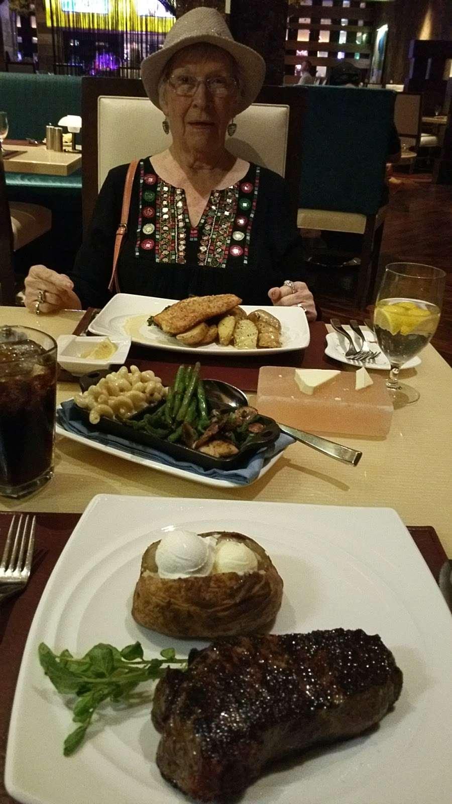 Center Cut - restaurant  | Photo 5 of 10 | Address: 4300 N Michigan Rd, Shelbyville, IN 46176, USA | Phone: (877) 386-4463