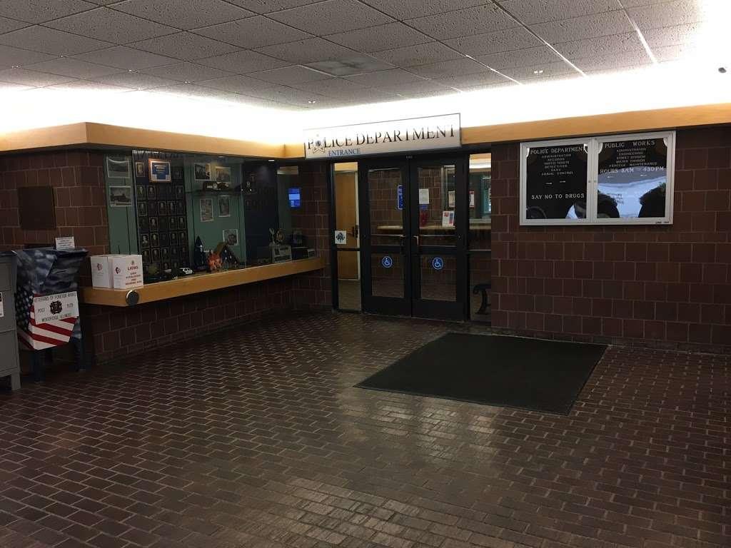 Woodridge Police Department - local government office  | Photo 1 of 6 | Address: 1 Plaza Dr # 1, Woodridge, IL 60517, USA | Phone: (630) 719-4740