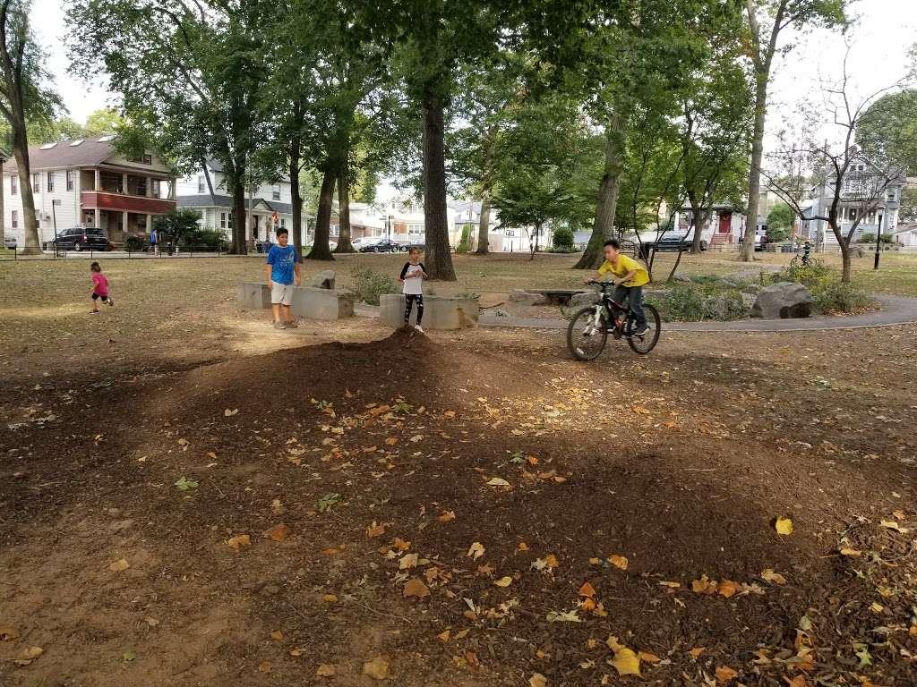 Westerleigh Park - park  | Photo 4 of 10 | Address: Willard Ave. &, Woodbridge Pl, Staten Island, NY 10314, USA