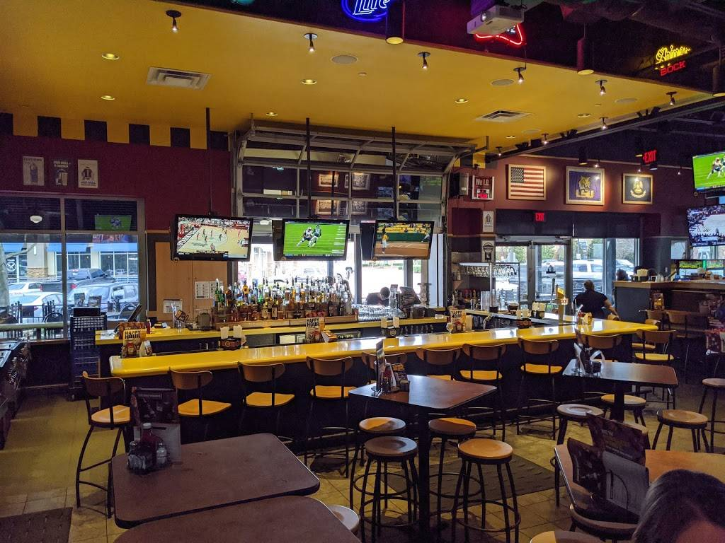Buffalo Wild Wings - meal takeaway  | Photo 1 of 10 | Address: 3260 Highland Road 2 & 3, Baton Rouge, LA 70802, USA | Phone: (225) 448-5770