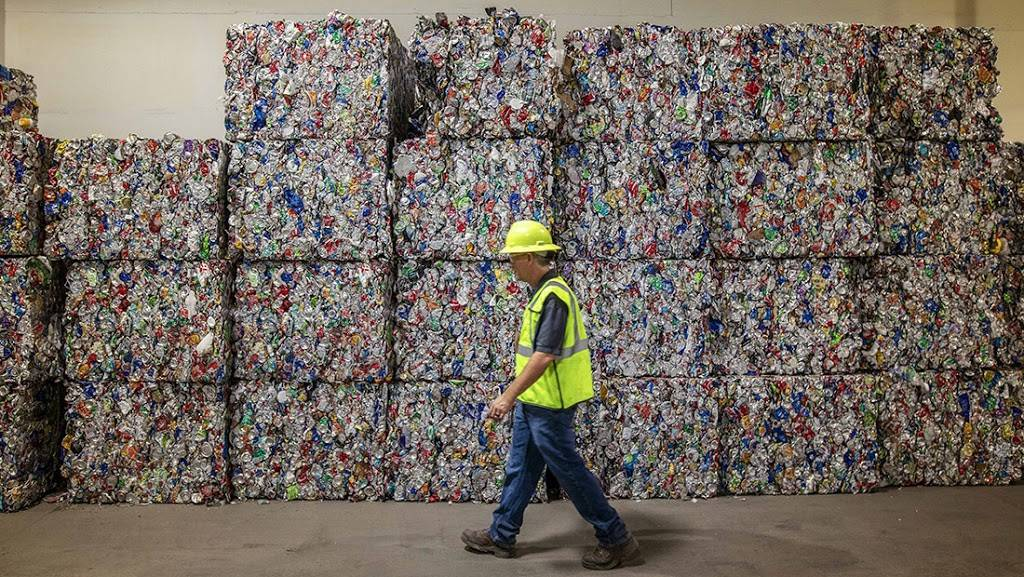 Waste Management - Rincon Recycling & Transfer Station - store  | Photo 9 of 10 | Address: 5890 S Mann Ave, Tucson, AZ 85706, USA | Phone: (520) 744-2600