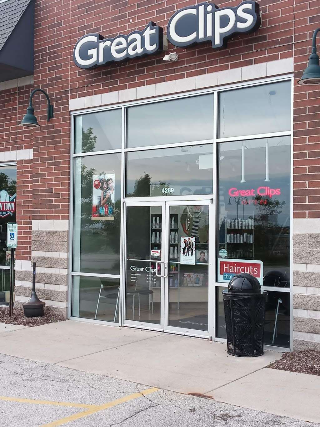 Great Clips - hair care  | Photo 2 of 9 | Address: 4289 S 76th St, Greenfield, WI 53220, USA | Phone: (414) 546-9000