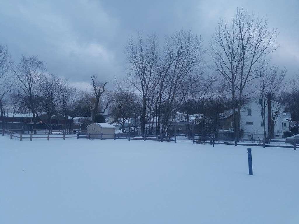 Fountain Park - park  | Photo 5 of 6 | Address: Secaucus, NJ 07094, USA