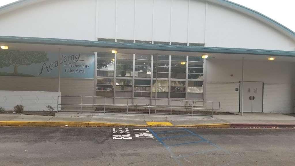 De Anza DATA Middle School - school  | Photo 5 of 8 | Address: 2060 Cameron St, Ventura, CA 93001, USA | Phone: (805) 641-5165