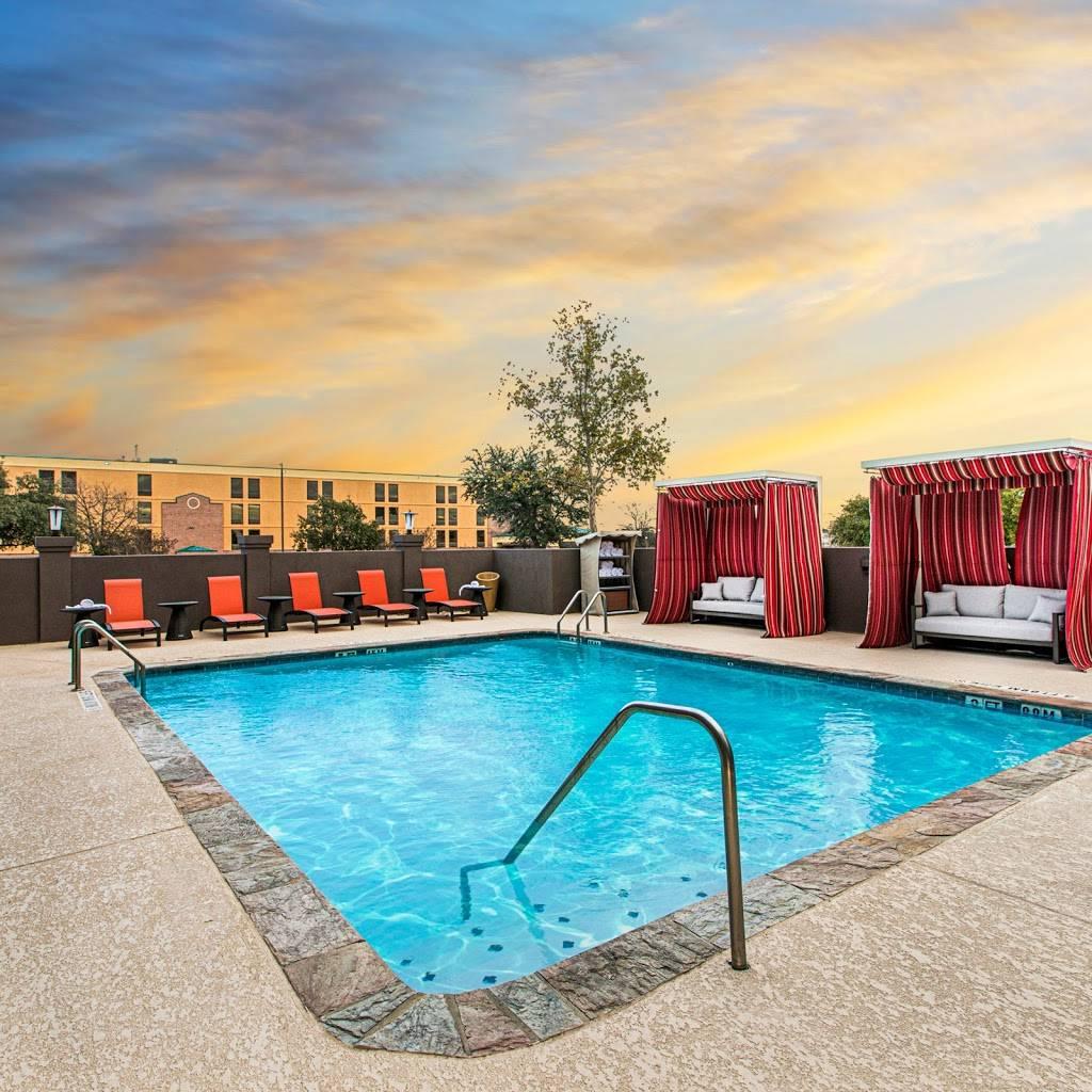 DoubleTree by Hilton San Antonio Northwest - lodging  | Photo 3 of 10 | Address: 6809 N Loop 1604 W, San Antonio, TX 78249, USA | Phone: (210) 690-0300