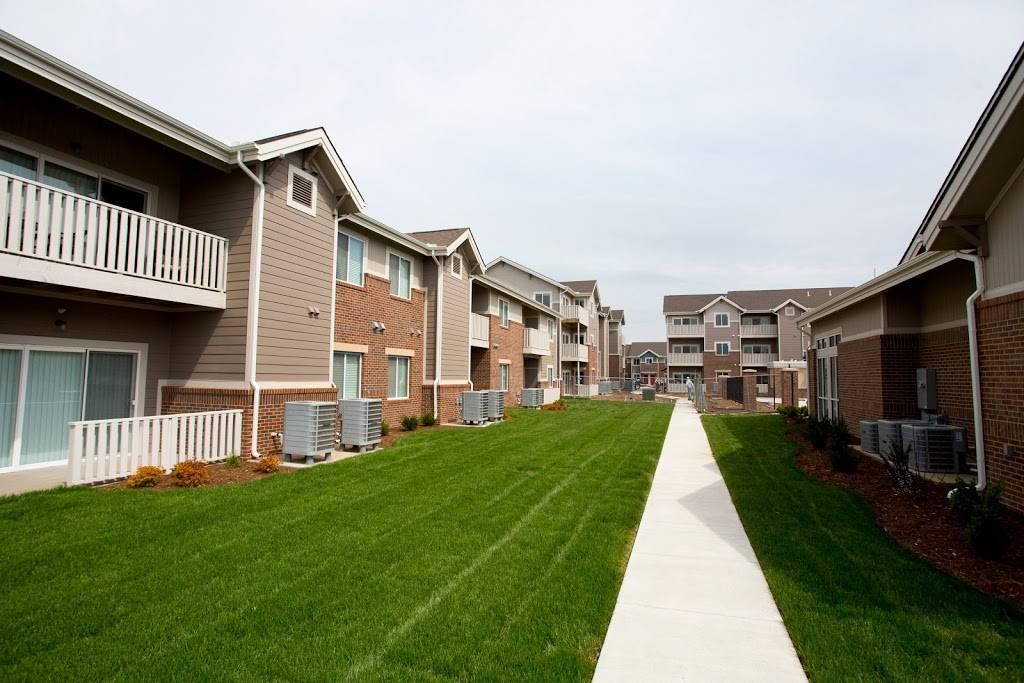 SunSTONE Apartment Homes at Fox Ridge - real estate agency    Photo 1 of 10   Address: 3540 N Maize Rd, Wichita, KS 67205, USA   Phone: (316) 558-5200