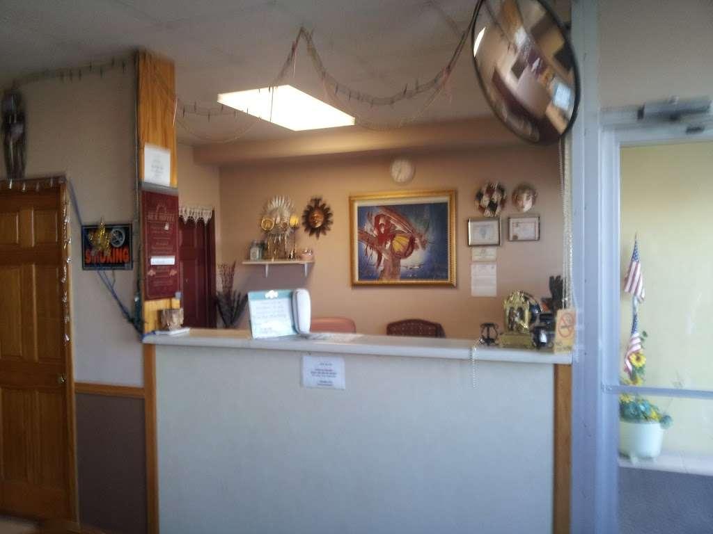 Sun Motel - lodging  | Photo 3 of 10 | Address: 140 S Hickory St, Braidwood, IL 60408, USA | Phone: (815) 458-2812