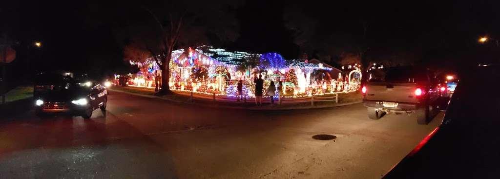 Rob and Bettys Christmas Light Display - lodging  | Photo 7 of 10 | Address: 5651 Garden Grove Cir, Winter Park, FL 32792, USA