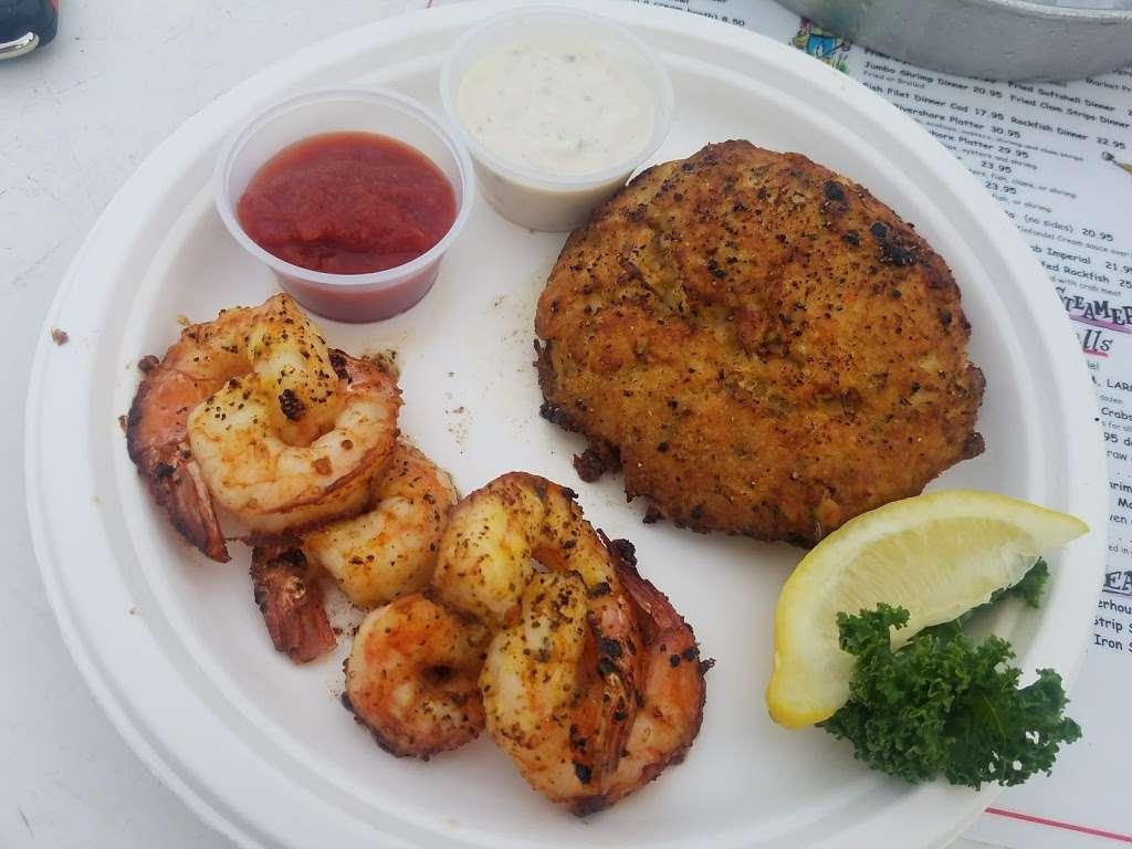 Tims Rivershore Restaurant and Crabhouse - restaurant  | Photo 6 of 10 | Address: 1510 Cherry Hill Rd, Dumfries, VA 22026, USA | Phone: (703) 441-1375