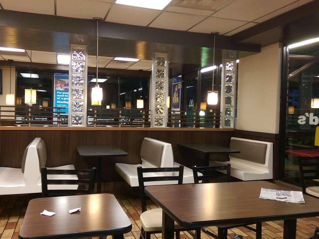 McDonalds - cafe  | Photo 6 of 10 | Address: 26902 Trabuco Rd, Mission Viejo, CA 92691, USA | Phone: (949) 855-0336