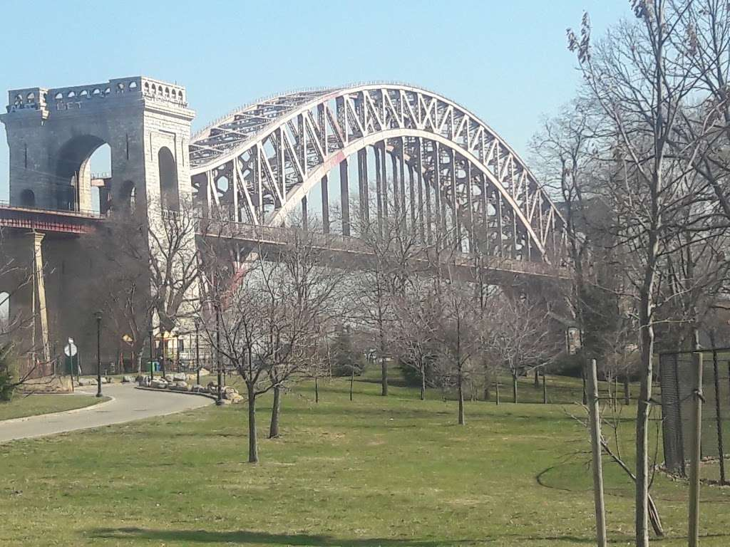 Wards Island Park - park  | Photo 3 of 10 | Address: East River and Hell Gate, New York, NY 10035, USA | Phone: (212) 639-9675