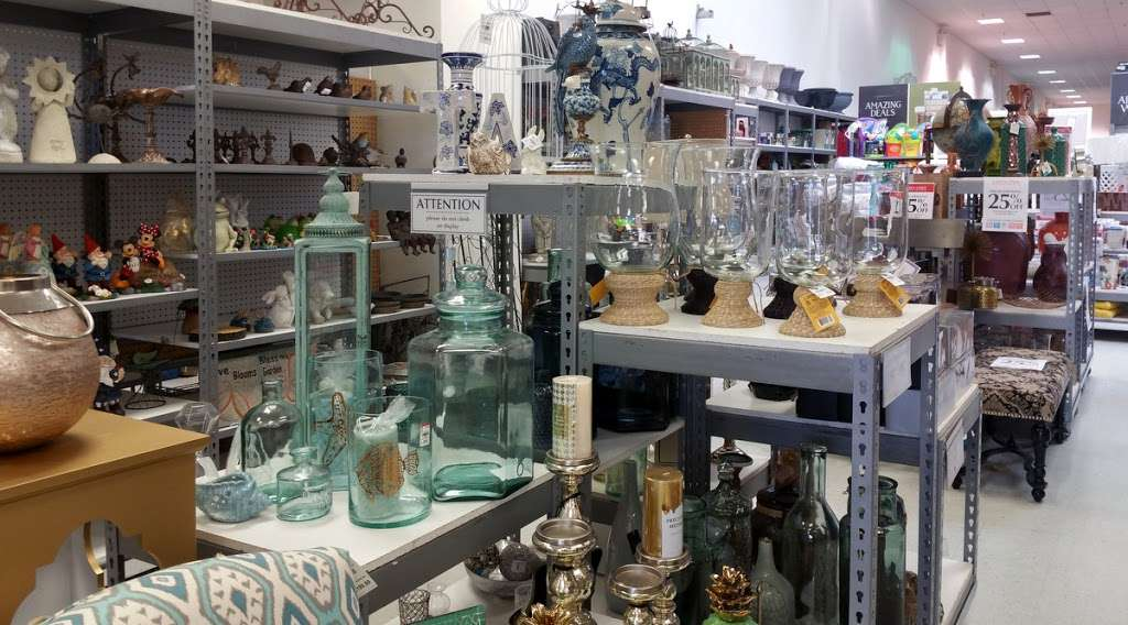Tuesday Morning - home goods store  | Photo 6 of 10 | Address: 20740 Gulf Fwy, Webster, TX 77598, USA | Phone: (281) 332-8516