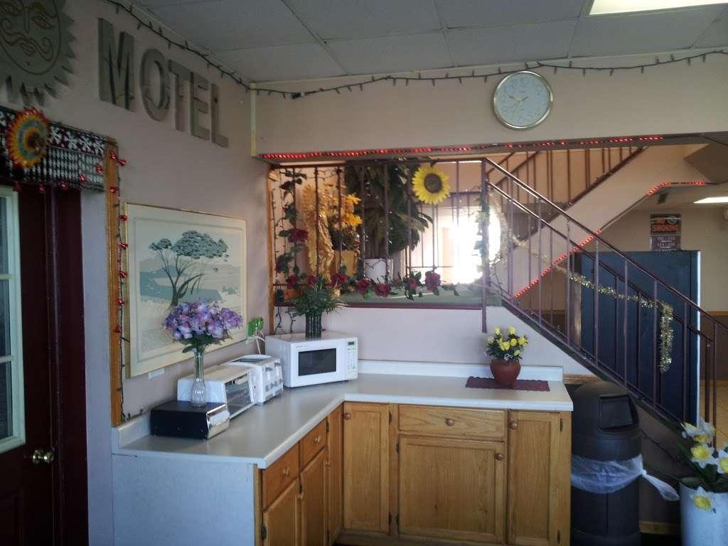 Sun Motel - lodging  | Photo 2 of 10 | Address: 140 S Hickory St, Braidwood, IL 60408, USA | Phone: (815) 458-2812