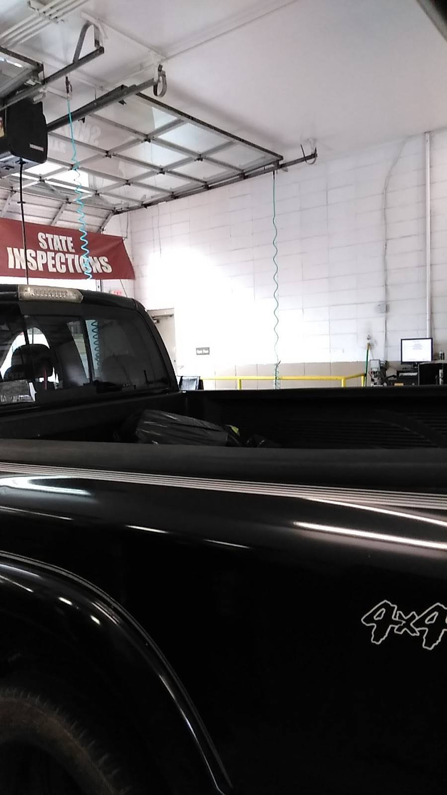 Jiffy Lube - car repair  | Photo 3 of 5 | Address: 5501 University Pkwy, Winston-Salem, NC 27105, USA | Phone: (336) 661-7997
