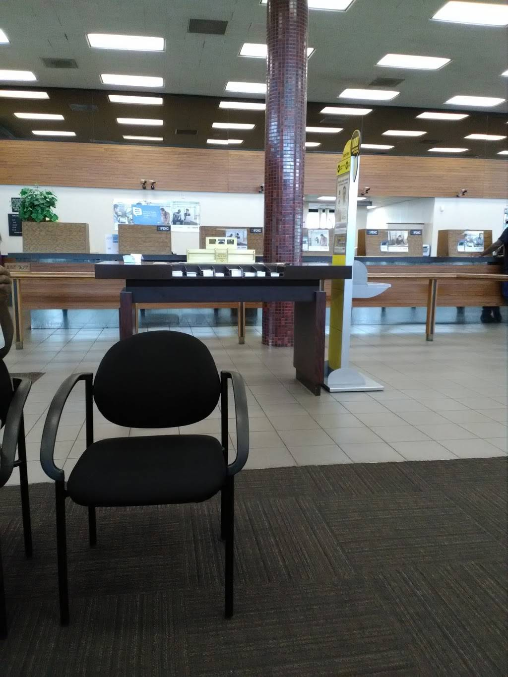 U.S. Bank Branch - bank  | Photo 4 of 7 | Address: 201 N Florissant Rd, Ferguson, MO 63135, USA | Phone: (314) 524-0503