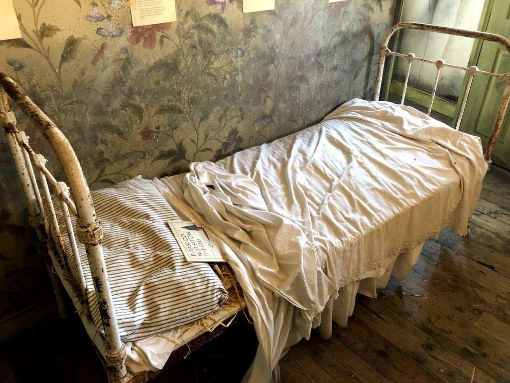 Jack The Ripper Museum - museum    Photo 3 of 10   Address: 12 Cable St, Whitechapel, London E1 8JG, UK   Phone: 020 7488 9811