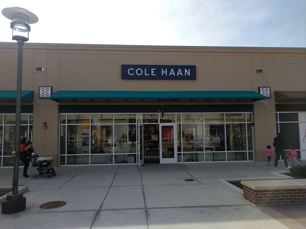 Cole Haan Outlet - shoe store  | Photo 3 of 10 | Address: 1650 Premium Outlet Blvd #568, Aurora, IL 60502, USA | Phone: (630) 898-1369
