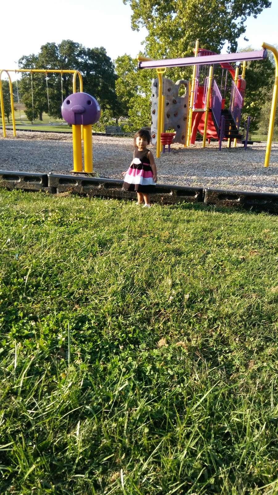 Heathwood Park - park  | Photo 3 of 10 | Address: 1021 Parallel Pkwy, Kansas City, KS 66104, USA | Phone: (913) 573-5000
