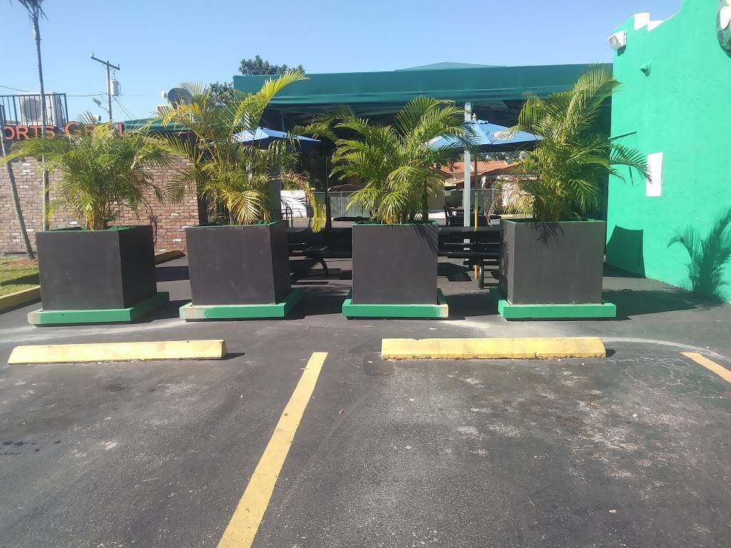 Duffys Tavern - restaurant  | Photo 7 of 9 | Address: 2108 SW 57th Ave, Miami, FL 33155, USA | Phone: (305) 264-6580
