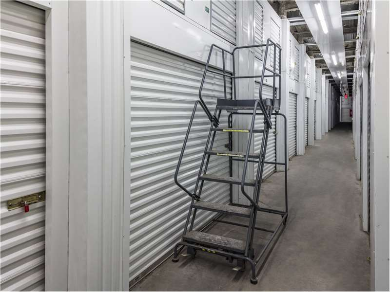 Extra Space Storage - moving company  | Photo 7 of 10 | Address: 8301 River Rd, North Bergen, NJ 07047, USA | Phone: (201) 861-1900