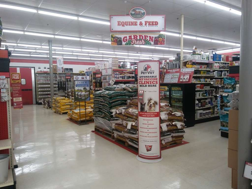 Tractor Supply Co. - hardware store  | Photo 2 of 10 | Address: 515 Daniel Webster Hwy Ste A, Merrimack, NH 03054, USA | Phone: (603) 424-3300
