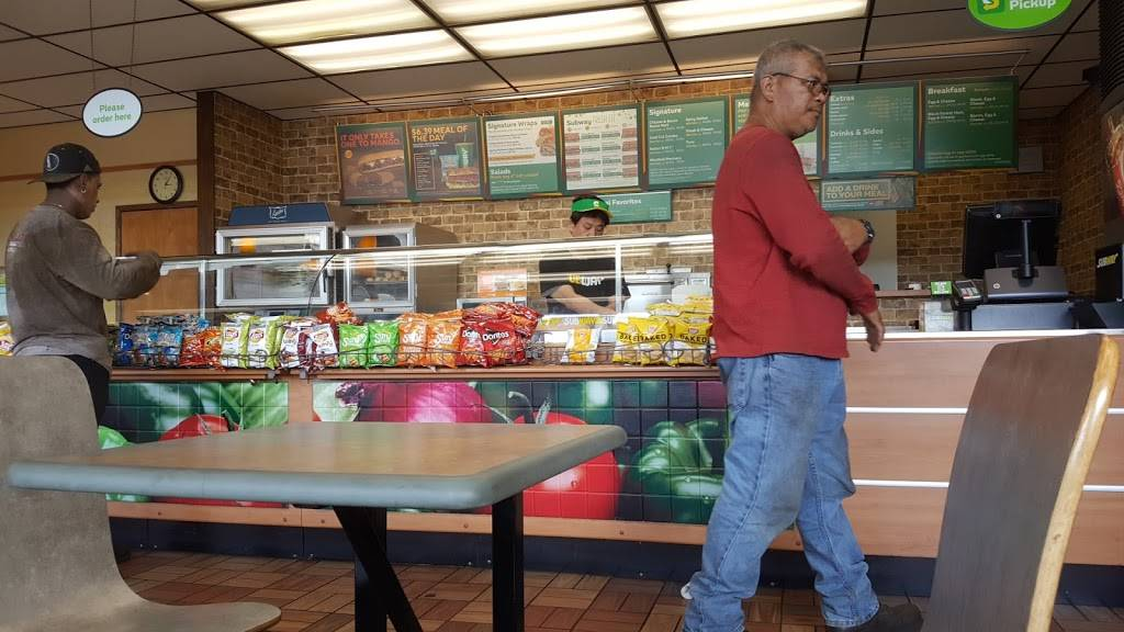 Subway - meal takeaway  | Photo 1 of 3 | Address: 3131 N Nimitz Hwy Suite 107, Honolulu, HI 96819, USA | Phone: (808) 839-1555