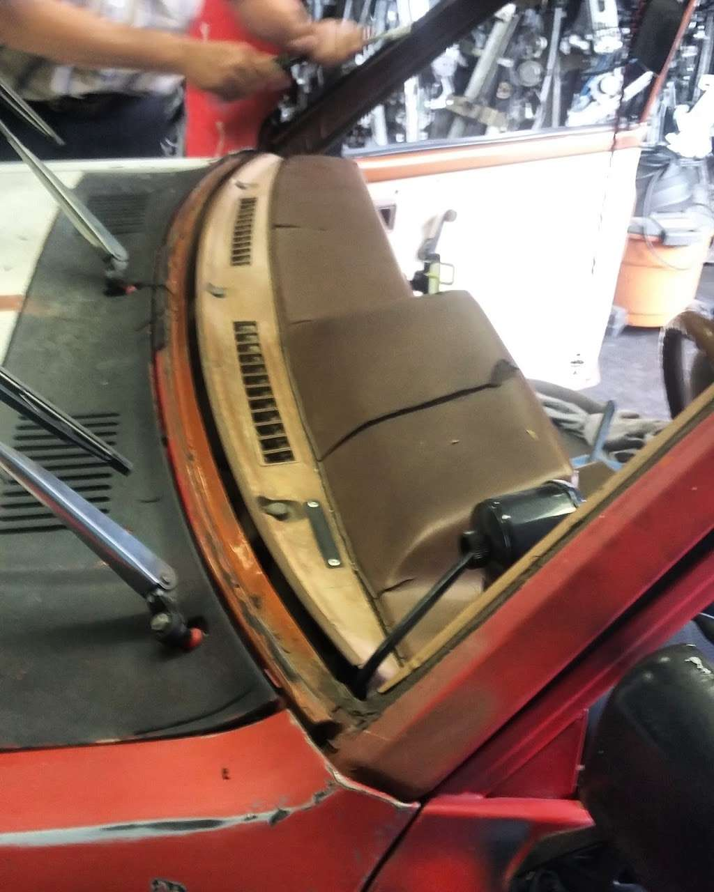 Michoacan Auto Glass - car repair  | Photo 2 of 9 | Address: 9405 Alameda St, Los Angeles, CA 90002, USA | Phone: (323) 567-1662