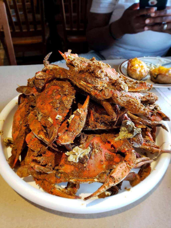 Mikes Restaurant & Crabhouse - restaurant  | Photo 2 of 10 | Address: 3030 Riva Rd, Riva, MD 21140, USA | Phone: (410) 956-2784
