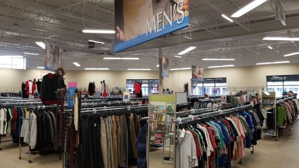 Goodwill Store & Donation Center in Evanston - store  | Photo 9 of 10 | Address: 1916B Dempster Street, Evanston, IL 60202, USA | Phone: (847) 905-1202