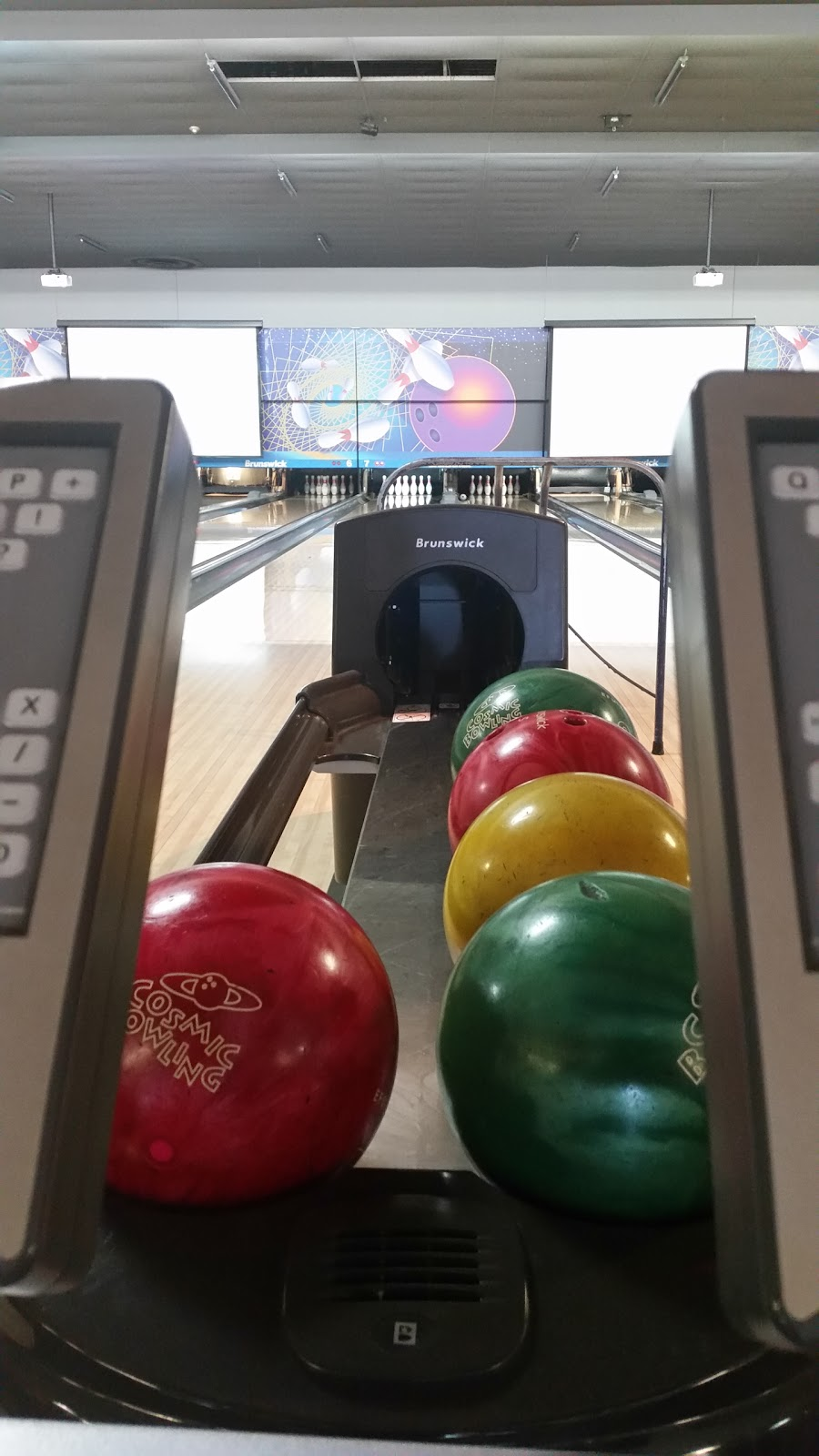 Super Bowl - bowling alley  | Photo 10 of 10 | Address: 10000 Tecumseh Rd E, Windsor, ON N8R 1A2, Canada | Phone: (519) 735-7500