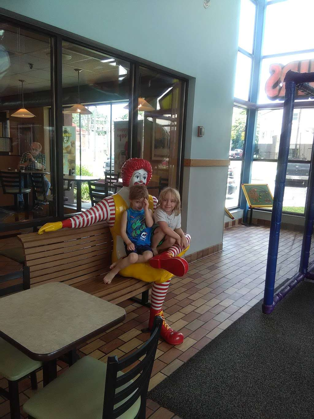 McDonalds - cafe  | Photo 2 of 10 | Address: 3021 Southeastern Ave, Indianapolis, IN 46203, USA | Phone: (317) 631-3484