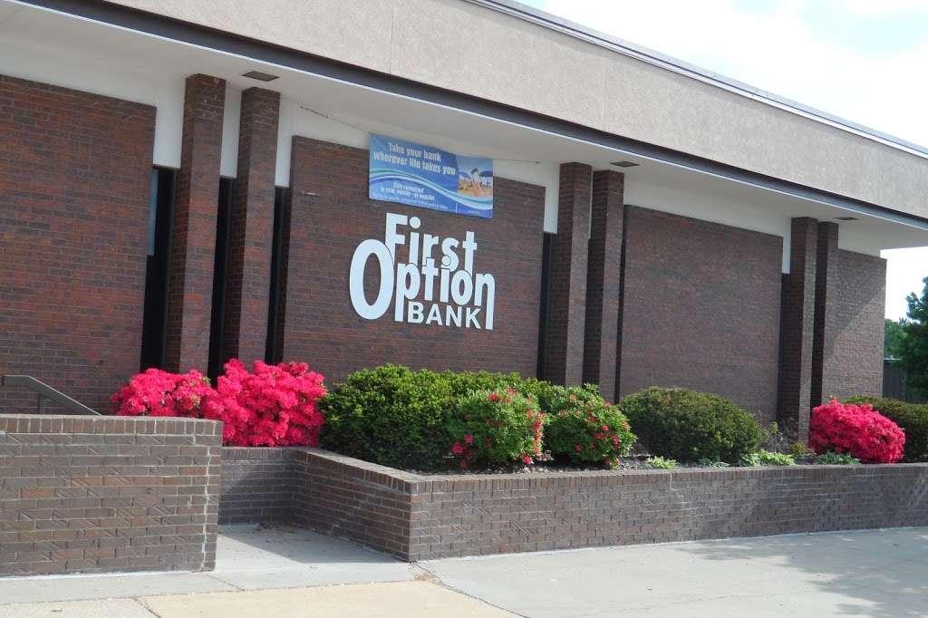 First Option Bank Osawatomie - bank  | Photo 2 of 3 | Address: 601 Main St, Osawatomie, KS 66064, USA | Phone: (913) 755-3811