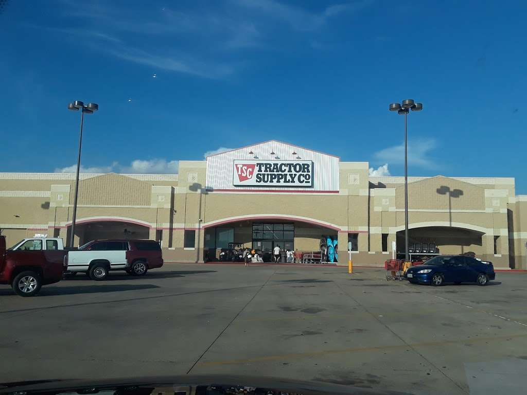 Tractor Supply Co. - hardware store  | Photo 4 of 10 | Address: 12466 Interstate 45 N Ste B, Willis, TX 77378, USA | Phone: (936) 856-1549