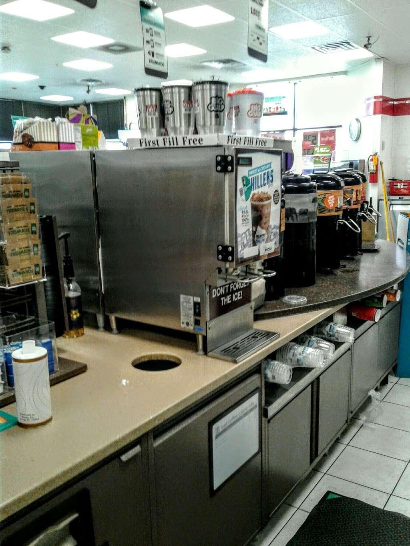 7-Eleven - convenience store  | Photo 10 of 10 | Address: 2000 N Shenandoah Ave, Front Royal, VA 22630, USA | Phone: (540) 631-7237