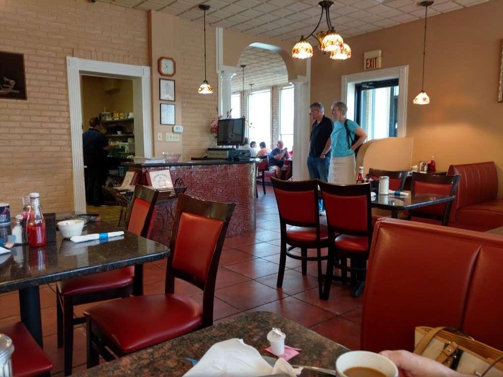 Forum Family Restaurant Inc - restaurant  | Photo 1 of 10 | Address: 3401 Lafayette Blvd, Fredericksburg, VA 22408, USA | Phone: (540) 891-0460