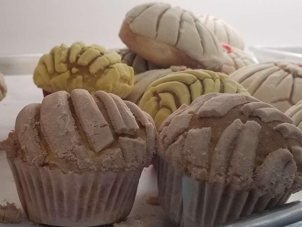 La Feria Bakery - cafe  | Photo 7 of 10 | Address: 2370 Farm to Market 1960 Rd W, Houston, TX 77068, USA | Phone: (832) 286-1498