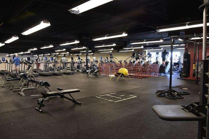 Fitness 1 Gym - gym  | Photo 3 of 10 | Address: 802 E Union Hills Dr, Phoenix, AZ 85024, USA | Phone: (623) 582-0565
